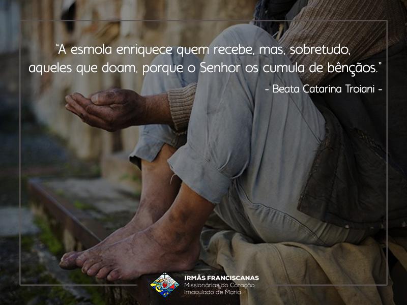 """""""A esmola enriquece quem recebe, mas, sobretudo, aqueles que doam, porque o Senhor os cumula de bênçãos."""""""